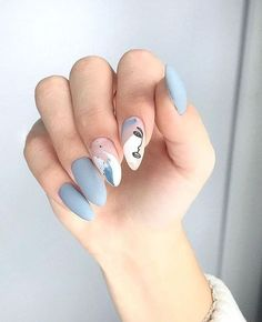 "Vous ne l'avez surement pas loupé si vous suivez les tendances sur Instagram, la manucure ""Picasso"" ne cesse de gagner du terrain depuis quelques mois ! Best Acrylic Nails, Acrylic Nail Designs, Nail Art Designs, Simple Nail Designs, Diy Nails, Swag Nails, Punk Nails, Nail Manicure, Picasso Nails"