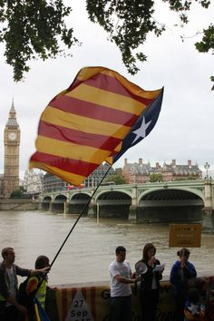"""Catalans in London """"say yes"""" to independence via street parade - catalannewsagency.com, 07 September 2015"""