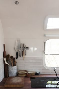 """Vintage Airstream Custom-Built for Modern Living on the Go Above: The design duo created a minimal kitchen backsplash using Fire Clay's inch Tiles in """"tusk."""" The white paint used throughout the interiors is Benjamin Moore Simply White. Airstream Remodel, Airstream Renovation, Airstream Interior, Vintage Airstream, Airstream Trailers, Vintage Campers, Travel Trailers, Caravan Vintage, Vintage Travel"""