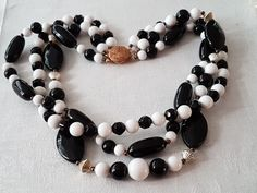 Beaded Necklace, Beaded Bracelets, Plastic Jewelry, Black And White, Vintage, Collection, Fashion, Beaded Collar, Black White