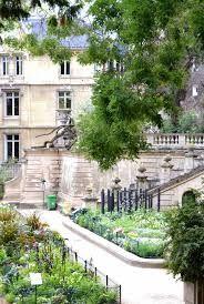 Square, Jardin des Arènes de Lutèce, Paris.