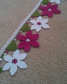 This Pin was discovered by Gün Thread Crochet, Filet Crochet, Crochet Doilies, Crochet Flowers, Crochet Lace, Crochet Designs, Crochet Patterns, Door Hanging Decorations, Crochet Borders