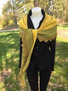 Ravelry: Våryr sjal / Spring Fever shawl pattern by Hilde Helgedatter Spring Fever, Tweed, Shawl, Knitwear, Ravelry, Pattern, Pillows, Beautiful, Design