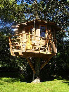 Roderick Romero, Treehouse by Roderick Romero Treehouses, via Flickr