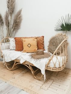 boho home decor Let's be honest: Few of us have the opportunity and spending plan to do a total home update when we need a new take a gander at home. Interestingly, a room needn't bothe Rattan Daybed, Daybed Room, Daybeds, Nursery Daybed, Hippie Chic, Boho Chic, Black Daybed, Natural Cushions, Deco Boheme
