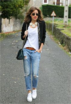 54 Street Style Jeans For Your Spring Style Ideas https://femaline.com/2017/03/20/54-street-style-jeans-for-your-spring-style-ideas/