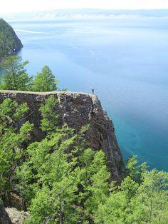 Jezero Bajkal -  Rozloha povodí je 557 000 km². Celkový objem vody je 23 000 km³. V Bajkalu je soustředěna jedna pětina světových zásob povrchové sladké vody. Průměrná nadmořská výška hladiny jezera je 456 m.