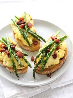 Scrambled Egg and Roasted Asparagus Toasts @foodiecrush
