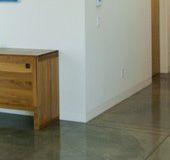 Plinten betonvloer   De onzichtbare plint - geadoniseerd aluminum en beton