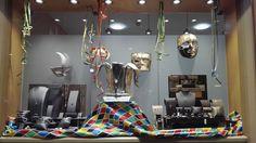 La vetrina di #Carnevale con al centro il magnifico Cappello di #Re Carnevale. Chi riuscirà quest'anno ad aggiudicarselo?  Buon Carnevale