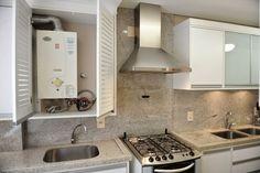 Escondendo o aquecedor. normalmente eles ficam bem aparente, juntos com a cozinha. Decor, House Design, Room Design Bedroom, Kitchen Decor, Breakfast Bar Kitchen, Laundry Design, Small Spaces, Sweet Home, New Kitchen Designs