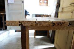 パリのアパルトマンに使われていた古い床材がテーブルに。の画像:petit clos プチクロ:オルネ ド フォイユのオーナー日記