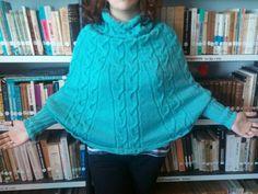 A contar com o próximo inverno re realizei este poncho com mangas.