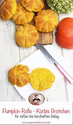 Diese köstlichen Kürbis Brötchen bieten den beruhigenden Geschmack von Kürbis zusammen mit warmen Gewürzen und einem Hauch von einer sehr leichten Süße. Ein festlicher Sie sind ein wahrer Genuss für die Herbstzeit. Sie sind weich, flauschig und superleicht. Pumpkin Rolls mit Kürbispüree #kürbis #backen #einfachbacken #kürbisbrötchen #herbst #halloween #partyrezepte #kürbisrezepte #kürbisbrötchenrezept #frühstück #einfach #leicht #lecker #kürbis #sonntagsistkaffeezeit Sweet Bakery, Fabulous Foods, Pumpkin Recipes, Finger Foods, Pineapple, Fruit, Foodblogger, Fitness, Pie