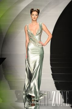 Abed Mahfouz - Couture - Fall-winter 2010-2011 - http://www.flip-zone.net/fashion/couture-1/independant-designers/abed-mahfouz-1803