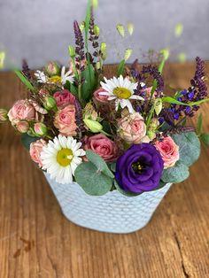 Blumengesteck in Metallgefäss Succulents, Plants, Succulent Plants, Plant, Planets