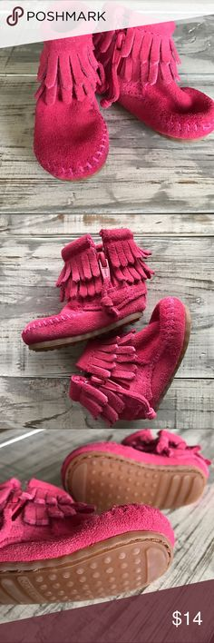 Infants Minnetonka Moccasins- size 1 Size 1, pink infants Minnetonka side zip moccasins. Only worn a few times by crawler. Excellent condition. Comes with the box Minnetonka Shoes Baby & Walker