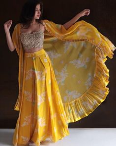 Shop Designer Lehenga Blouse 5087 Online with the best price Fashion House for Brides. Flaunt latest styled cuts and look with these Indian Dresses, Give yourself the stylish look for a Wedding in Season Have a look at collection now. Shrug For Dresses, Indian Gowns Dresses, Indian Dresses For Girls, Sonam Kapoor, Deepika Padukone, Moda Indiana, Lehnga Dress, Lehenga Blouse, Jacket Lehenga