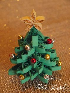 Christmas Tree w/Star & Ball Ornaments Arte Quilling, Paper Quilling Patterns, Origami And Quilling, Quilled Paper Art, Quilling Paper Craft, Paper Crafting, Quiling Paper, Quilling Christmas, Christmas Paper