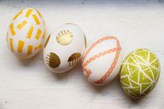 Ovos decorados com adesivo