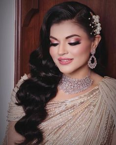 This light curl side swept hairstyle is perfect for your sangeet or cocktail look. Accessorise it with the right hair pieces to make your hairstyle look more elegant. PC: rashisehgalofficial #hairstyles #hair #hairgoals #hairideas #wittyvows #bridalhair #bridalhairstyle #bridalhairaccessories #wedding #indianwedding #indianbride #ponyo #curlyhairstyles Side Swept, Bridal Hairstyles, Indian Bridal, Hair Pieces, Cocktail, Elegant, Earrings, Wedding, Beauty