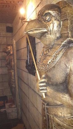 Statues installed in Tutankhamun's tomb: they have lasers and other sensors embedded in them