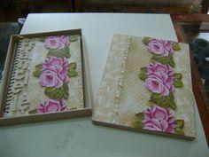 Caderno decorado com a caixa