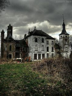 I would love to live here :)  keep the outside all broken, but have a secret beautiful inside :D  ...it is much like people and life