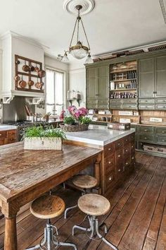 Rustic Country Kitchens, Country Kitchen Designs, Rustic Kitchen Design, Interior Design Kitchen, French Country Kitchen Decor, Rustic Chic Kitchen, French Rustic Decor, Country Kitchen Island, French Country Farmhouse