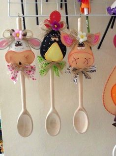 A imagem pode conter: área interna Foam Crafts, Crafts To Make, Kids Crafts, Arts And Crafts, Sewing Crafts, Sewing Projects, Projects To Try, Wooden Spoon Crafts, Christmas Crafts