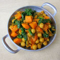 Spiced Ethiopian Chickpeas Side Dish - an easy Ethiopian vegetarian recipe to serve over injera or with some rice. Adjust the spice level to your liking! Vegan Ethiopian Recipes, Ethiopian Cuisine, Chickpea Recipes, Spicy Recipes, Clean Recipes, Healthy Recipes, Diet Recipes, Vegetarian Side Dishes, Recipes