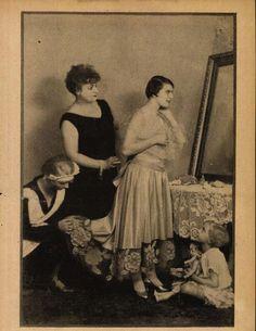 Az első bál- Balla Mariska és Turay Ida- Színházi Élet 1929