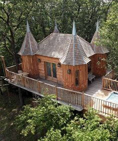 Tree house in France. What's not to like