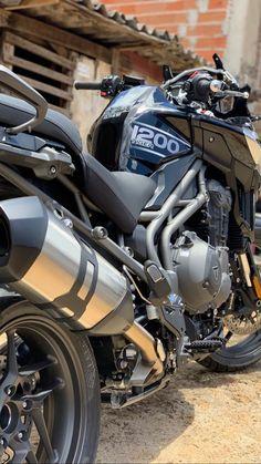 Triumph 1200, Triumph Tiger 800, R15 Yamaha, Yamaha Bikes, Gif Motos, Sportbikes, Ducati, Cars And Motorcycles, Motorbikes