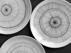 Les 6 Assiettes 2 Porcelain Mugs, Ceramic Plates, Ceramic Pottery, Assiette Design, Pebeo Porcelaine, Diy Mugs, Creation Deco, Plate Art, Sgraffito