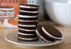 Napjaink egyik népszerű édessége az Oreo keksz – különleges íze miatt szeretjük, de gondoltuk-e, hogy otthon is elkészíthetjük?