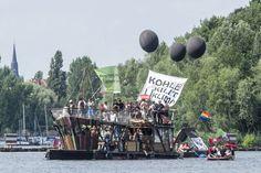 Kohleprotest zu Wasser in der Rummelsburger Bucht in Berlin-Lichtenberg gg Vattenfall-KW Klingenberg, das noch bis mind. 2020 pesten soll...