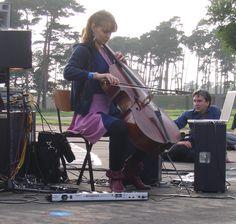 Hildur Guðnadóttir - Hildur Guðnadóttir - Wikipedia Chernobyl, Violin, Music Instruments, Composers, Musical Instruments, Music Composers