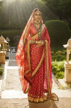 Sabyasachi 2019 Destination Wedding Lehengas, Sarees & Anarkalis You know there are days like today when I feel I write only Sabyasachi posts. In the last three weeks, this is my third Sabyasachi story. The worst part, he's… Bridal Dupatta, Indian Bridal Sarees, Indian Bridal Outfits, Indian Bridal Fashion, Indian Bridal Wear, Indian Dresses, Sabyasachi Sarees, Sabyasachi Bride, Red Saree Wedding