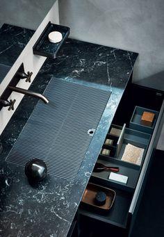 Meuble de salles de bains en marbre noir