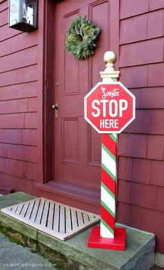 A DIY tutorial to build a Santa stop here sign post perfect for your exterior space. Includes free printable plans and printable lettering for sign. Diy Christmas Yard Signs, Elf Christmas Decorations, Christmas Wood Crafts, Noel Christmas, Outdoor Christmas, Christmas Ornaments, Christmas Tables, Modern Christmas, Scandinavian Christmas