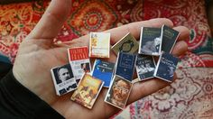 Learn how to make miniature books, tutorial. Click on image.