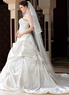Voiles de mariage - $16.99 - 2 couches Voiles de mariée chappelle avec Bord en ruban (006036667) http://jjshouse.com/fr/2-Couches-Voiles-De-Mariee-Chappelle-Avec-Bord-En-Ruban-006036667-g36667