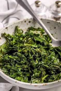 Sauteed Kale With Garlic and Lemon Kale Recipes, Green Bean Recipes, Vegetable Recipes, Healthy Side Dishes, Side Dishes Easy, Zucchini Pizza Bites, How To Cook Kale, Sauteed Kale, Roasted Green Beans