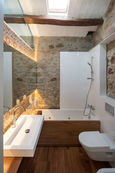 Decorating Even if it's tiny a window for some natural light in the bathroom goes a long way! This one was designed by TONO BAGNO | Pasión por tu baño