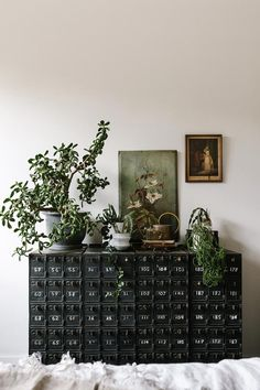 Home Sweet Home - A plethora of home and interior inspiration to share today - enjoy! It's amazing how a vase full of flowers enhances any room. Interior Inspiration, Design Inspiration, Ideas Dormitorios, Ultra Modern Homes, Deco Nature, Interior And Exterior, Interior Design, Style Deco, The Design Files