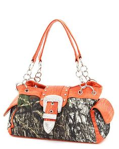 Come with orange...thats it gotta buy me another camo purse