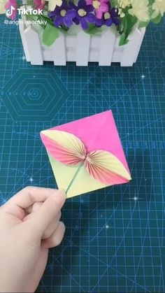 Instruções Origami, Origami Envelope, Origami And Kirigami, Quilling Paper Craft, Paper Crafts Origami, Cool Paper Crafts, Creative Crafts, Diy Paper, Diy Crafts Hacks