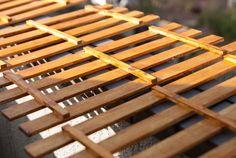 100均素材でお手軽に!すのこシェルフをDIY!|Re:CENO Mag Wood, Crafts, Manualidades, Woodwind Instrument, Timber Wood, Trees, Handmade Crafts, Craft, Arts And Crafts