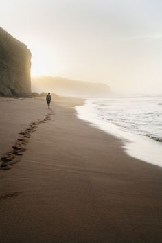 I am so missing the ocean. the smell of the sea air. The ocean breeze and rush of the waves against the shore. My feet on the cool sand.